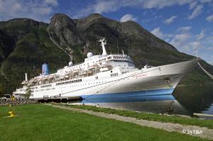 Einfahrt Kreuzschiff in Eidfjord 2