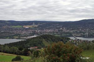 Blick auf Lillehammer mit Skisprunganlage